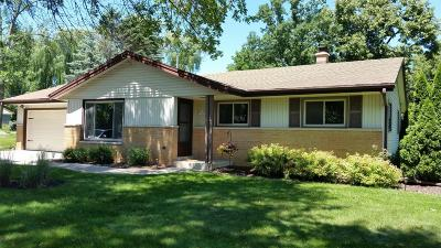 Menomonee Falls Single Family Home For Sale: N79w15900 Longwood St