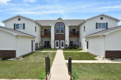 Fort Atkinson Condo/Townhouse Active Contingent With Offer: 1600 Commonwealth Dr #5