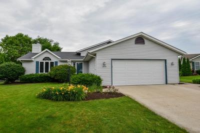 Waukesha Single Family Home For Sale: 2608 Brookstone Ct