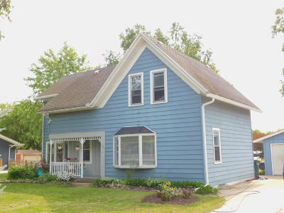 Saukville WI Single Family Home Active Contingent With Offer: $169,000