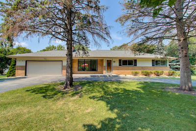 Brookfield Single Family Home Active Contingent With Offer: 12760 Hampstead Dr