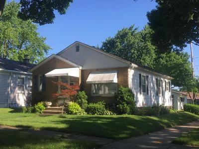 Milwaukee WI Single Family Home Active Contingent With Offer: $99,900