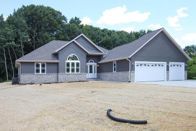 Pewaukee Single Family Home Active Contingent With Offer: N51w27752 Courtland Cir N