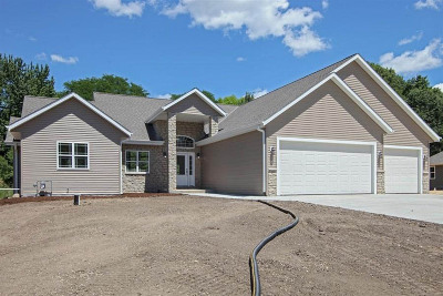 Pewaukee Single Family Home Active Contingent With Offer: N51w27776 Courtland Cir N