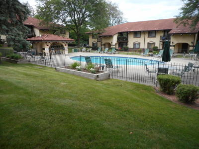Menomonee Falls Condo/Townhouse For Sale: N82w13524 Fond Du Lac Ave #C-206