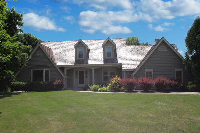 Pewaukee Single Family Home For Sale: N33w23399 Greenbriar Ct