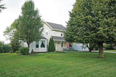 Sussex Single Family Home For Sale: W226n7391 Woodland Creek Dr