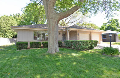 Racine Single Family Home For Sale: 5341 Langdale Dr