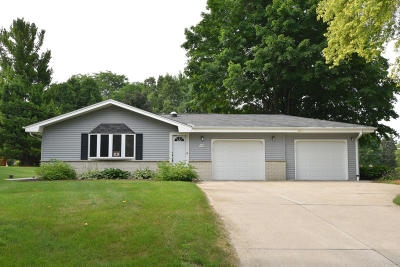Menomonee Falls Single Family Home For Sale: W182n5742 Balsam Ct