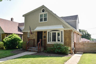 Milwaukee Single Family Home For Sale: 2832 S Clement Ave