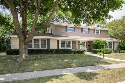 Waukesha Single Family Home Active Contingent With Offer: 1200 Downing Dr