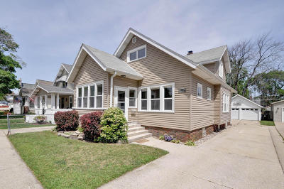 Racine Single Family Home Active Contingent With Offer: 828 Augusta St