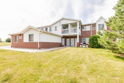 Pleasant Prairie Condo/Townhouse Active Contingent With Offer: 8580 Lexington Pl #203