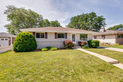 Kenosha Single Family Home Active Contingent With Offer: 4917 56th St