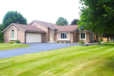 Muskego Single Family Home Active Contingent With Offer: W164s7727 Bay Lane Dr