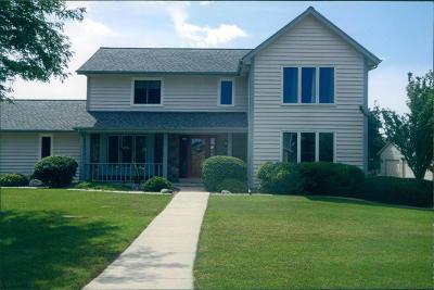 Menomonee Falls Single Family Home For Sale: W173n4845 Crabapple Ct