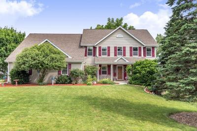 Menomonee Falls Single Family Home For Sale: N69w15830 Eileen Ave