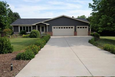Brookfield Single Family Home Active Contingent With Offer: 21895 Weyer Rd