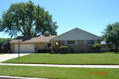 West Allis Single Family Home Active Contingent With Offer: 7319 W Kinnickinnic River Parkway