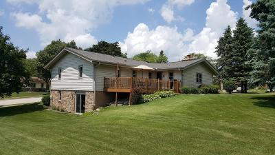Waukesha Single Family Home Active Contingent With Offer: 901 Burrie Lane