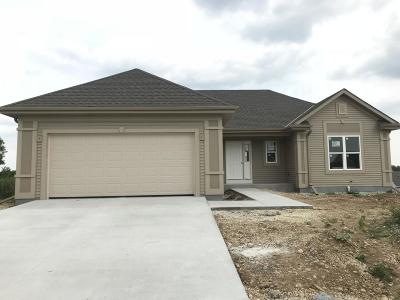 West Bend Single Family Home For Sale: 1538 Whitewater Dr