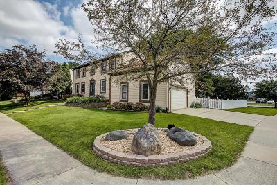 Waukesha Single Family Home For Sale: 1237 Cavalier Dr