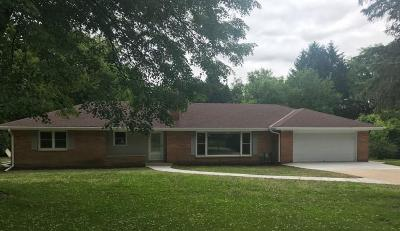 Brookfield Single Family Home For Sale: 1410 Shawnee Pass