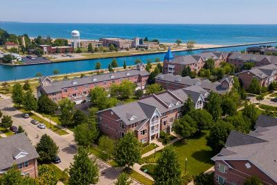 Kenosha Condo/Townhouse Active Contingent With Offer: 328 55th St #B