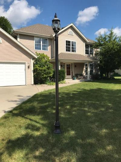 Pewaukee Single Family Home For Sale: 434 Majeskie Dr