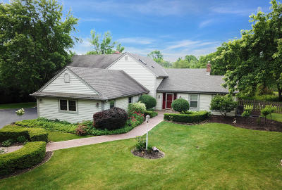 Mequon Single Family Home For Sale: 11810 N Woodside Ct