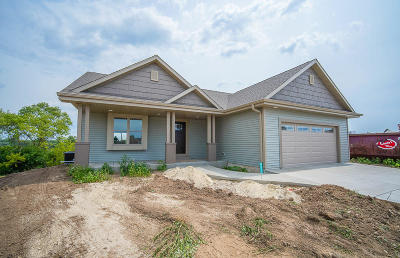 West Bend Single Family Home For Sale: 1514 Whitewater Dr