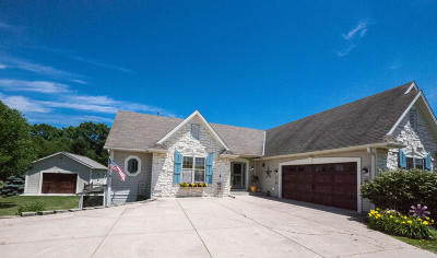 Waukesha Single Family Home For Sale: W296s2982 Molly Ln S