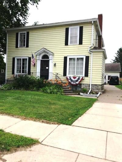 Marinette WI Single Family Home For Sale: $119,000