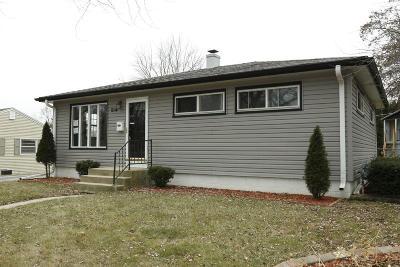 Waukesha Single Family Home For Sale: 2114 N Bel-Ayr
