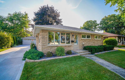 Menomonee Falls Single Family Home For Sale: W169n8479 Sheridan Dr