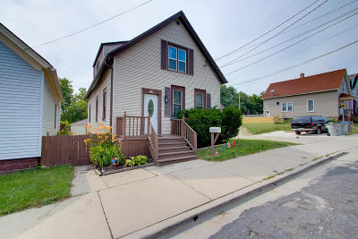 Milwaukee Single Family Home For Sale: 2559 S Greeley St