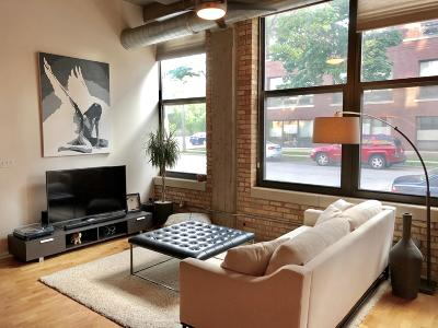 Milwaukee Condo/Townhouse For Sale: 1924 N Hubbard St #105