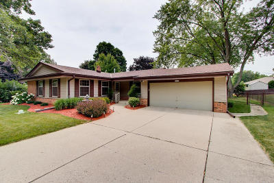 New Berlin Single Family Home For Sale: 13375 W Forest Knoll Dr