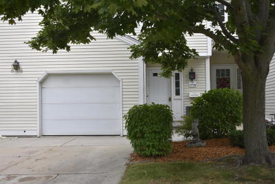 Franklin Condo/Townhouse Active Contingent With Offer: 7772 W Tuckaway Shores Dr