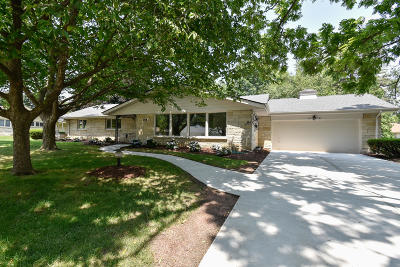 Glendale Single Family Home Active Contingent With Offer: 2254 W Dunwood Rd