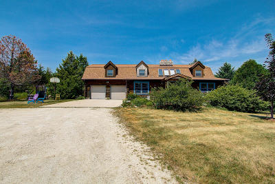 West Bend Single Family Home For Sale: 1738 Decorah Rd