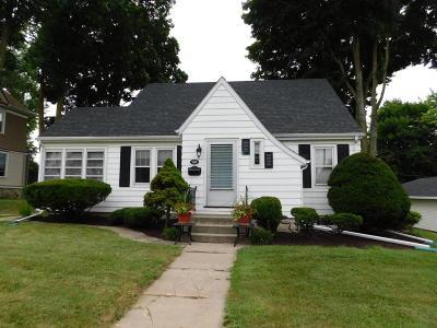 Jefferson Single Family Home For Sale: 418 E Racine St