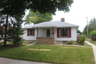 Milwaukee Single Family Home For Sale: 3718 S 85th St.