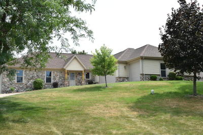 Cambridge Single Family Home For Sale: N4628 Old Forest Rd