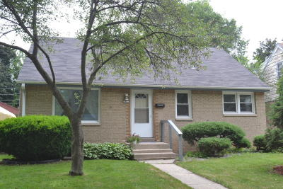 Milwaukee Single Family Home For Sale: 5462 N 55th St