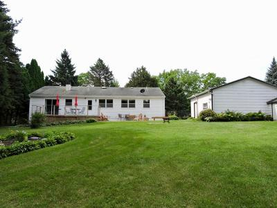 Williams Bay Single Family Home Active Contingent With Offer: 118 Glenwood Dr