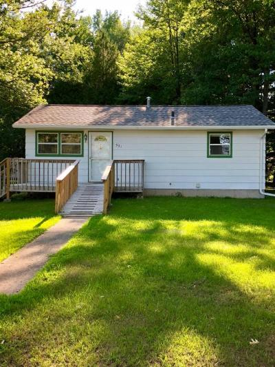 Peshtigo Single Family Home Active Contingent With Offer: 531 E Park Dr