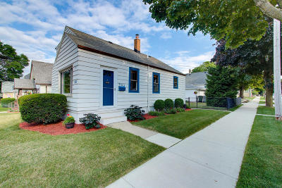 Milwaukee Single Family Home Active Contingent With Offer: 903 E Lincoln Ave