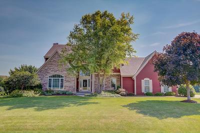 Pewaukee Single Family Home For Sale: N33w29249 Millridge Rd