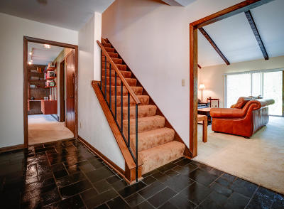 Ozaukee County Condo/Townhouse Active Contingent With Offer: 10040 N Kirkland Ct